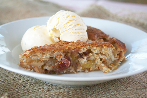 An Easy Dessert for a Fall Gathering: Super Simple Apple Cobbler