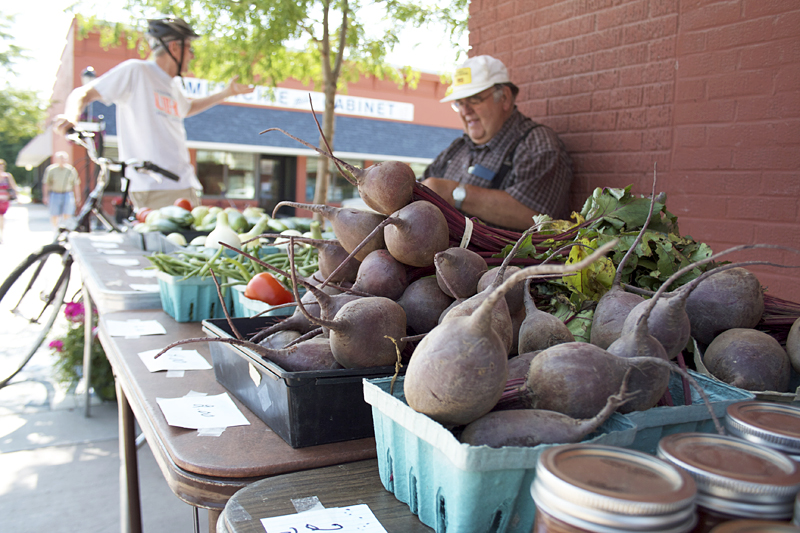 farmers-market-in-kalona-iowa2
